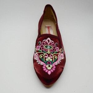Image 5 - Veowalk/женские весенние балетки ручной работы с красивой вышивкой в народном стиле; Удобная обувь из мягкой парусины для женщин; Туфли на плоской подошве в стиле старого Пекина