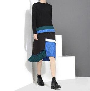 Image 2 - [EAM] 2020 جديد الربيع الصيف الرقبة المستديرة طويلة الأكمام الأسود هيم الأزرق مطوي خياطة فستان فضفاض المرأة المد الموضة JH442