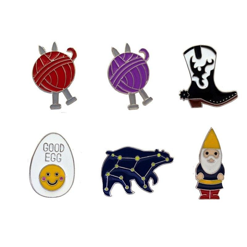 Santa Claus is a lovely egg boots drip brooch Big Ursa metal badges Wool ball dresses