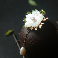 The original manual design Natural mother of pearl olivine flower brooch pendant