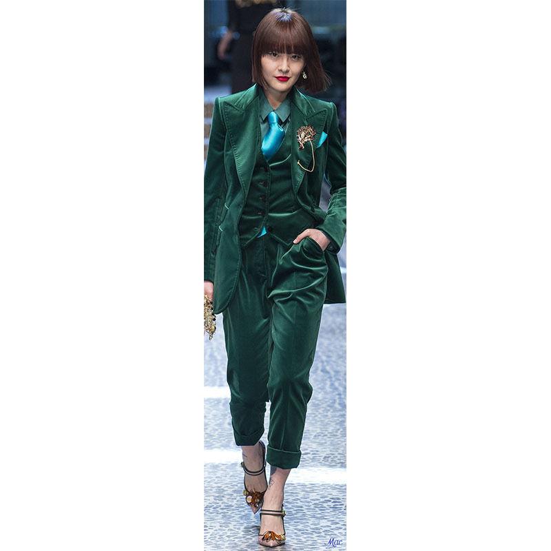 Bespoke Sark Green Velvet Women Suits Peak Lapel Ladies Pants Suits Set Show Costume B210