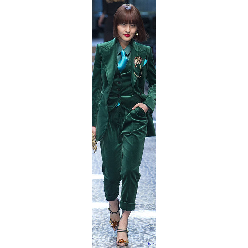 Bespoke Sark Green Velvet Women Suits Peak Lapel Ladies Pants Suits Set Show Costume B210