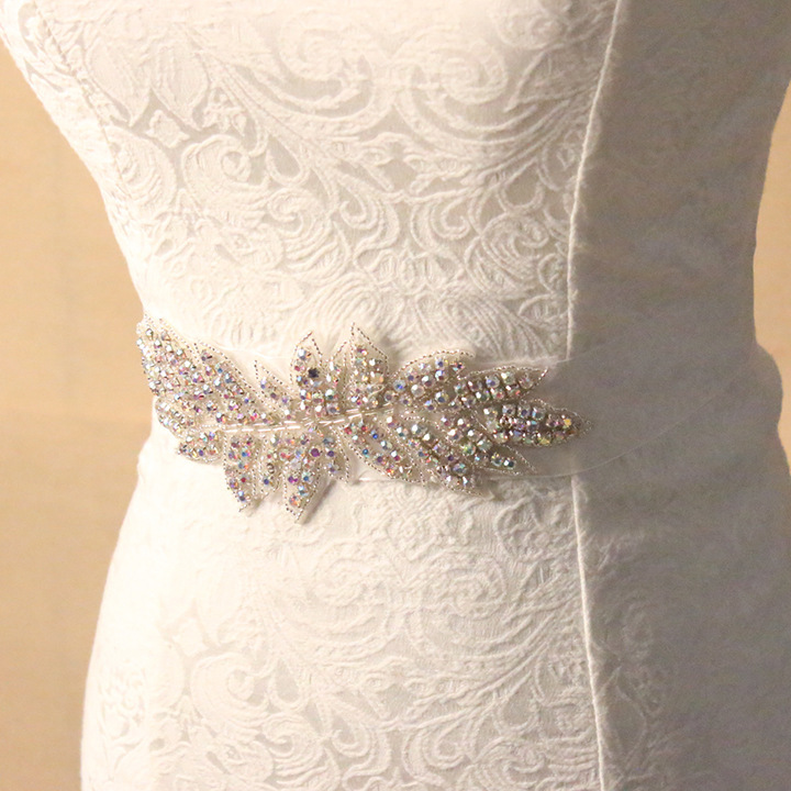 Exquisite Pearl Woman Bridal Sash 2018 Crystal Rhinestone Formal Wedding Gowns Shiny Luxurious Wedding Belts Accessories