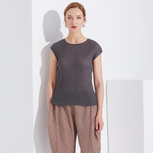 Plus Size Tank Top Summer Women 2019 New Round Neck Sleeveless Solid Color Big Stretch Miyake Pleats T-Shirt For 45-75KG