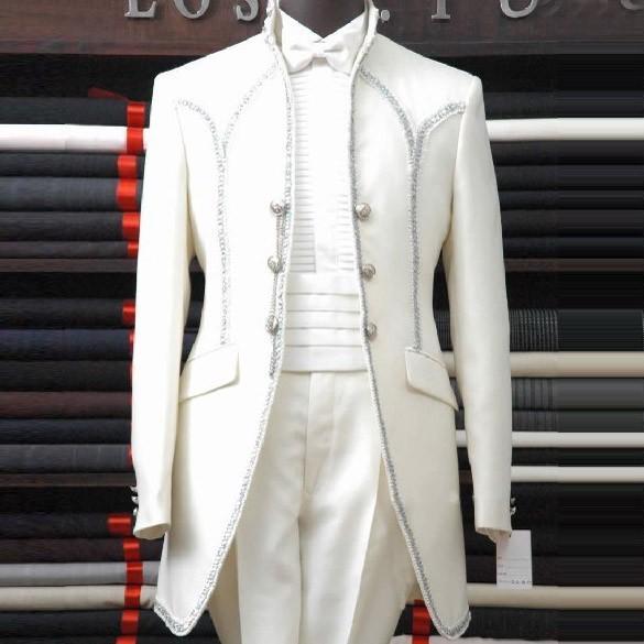 2017 الأبيض رجل الدعاوى شال طية صدر السترة ثلاثة زر ربطة القوس فيونكة رفيق العريس البدلات الرسمية الرجال بدل زفاف جميلة (سترة + السراويل + القوس)-في بدلة من ملابس الرجال على  مجموعة 1
