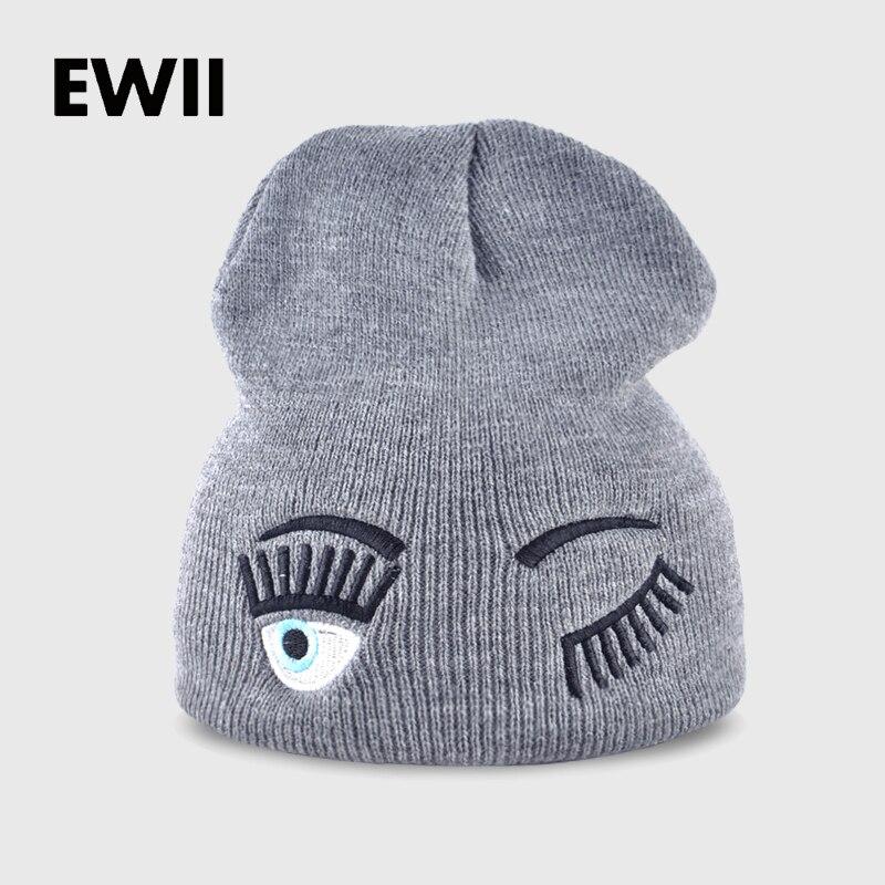 2017 chapéus novos de inverno para a mulher listrado sólidos caps menina gorros  gorro Knit cap mulher eye lashes expressão facial 039176fd0ab