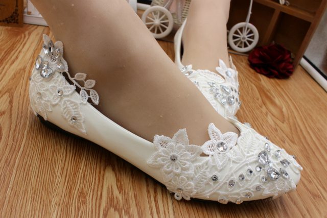 Lace crystal rhinestones ivory wedding shoes woman HS016 custom handmade low  med heel brides shoes fashion cd83bc998572
