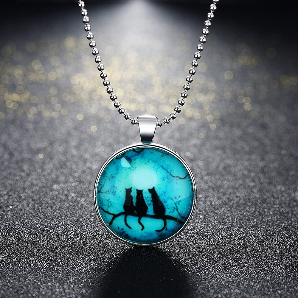 Clearance Sale Cartoon Cats Luminous Pendant Necklace Glass In The Dark Glowing Florescent Light Chain Necklace Women Jewelry