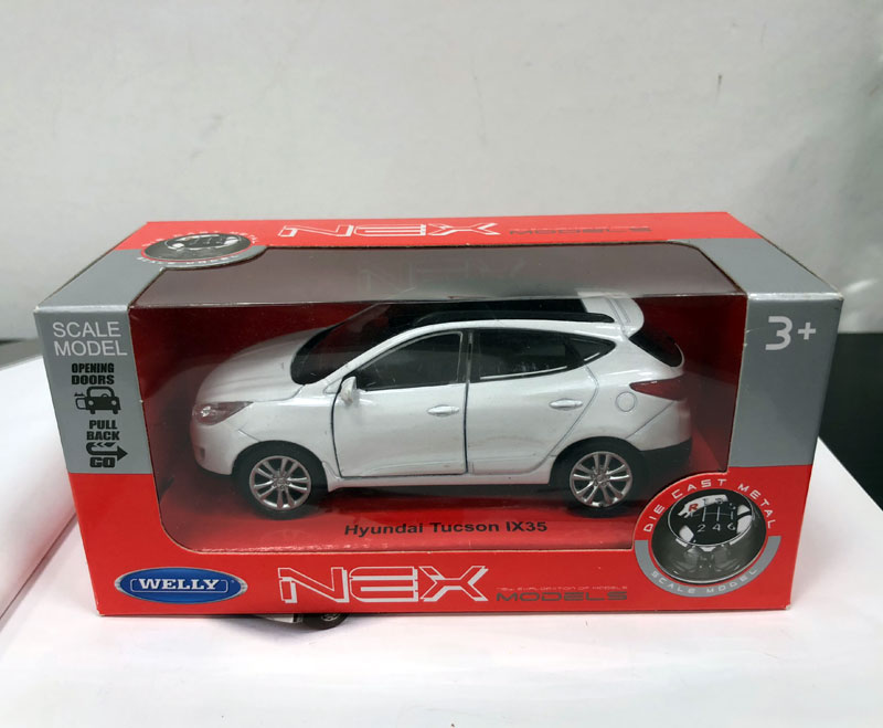 Купить с кэшбэком WELLY 1/36 Scale Car Model Toys Korea Hyundai Tucson ix35 SUV Diecast Metal Pull Back Car Model Toy For Gift/Kids/Collection