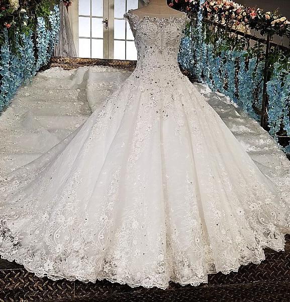 Luxury Cathedral Train Wedding Dress A Line Scoop Neck Bridal Dress Beads Flowers Wedding Gown 2019 New Vestido De Noiva