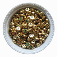 3600 Pçs/lote 4*7 MM Cor Ouro Acrílico Plástico Coin Forma AZ Carta Beads Flat Round Forma Jóias Kint Contas Espaçador pulseira