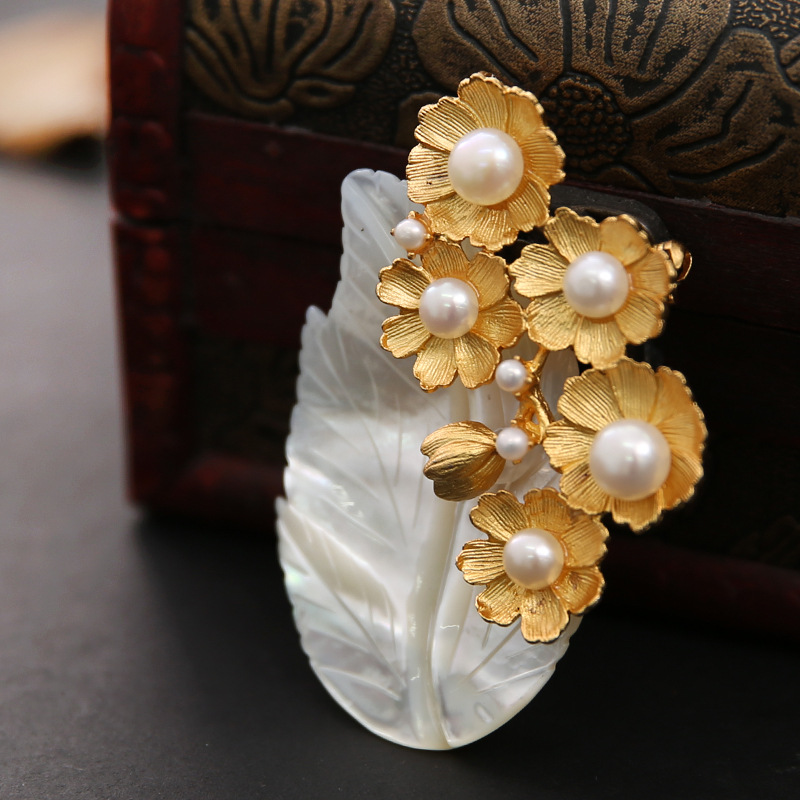 Natural mother-of-pearl high quality leaf brooch pendant