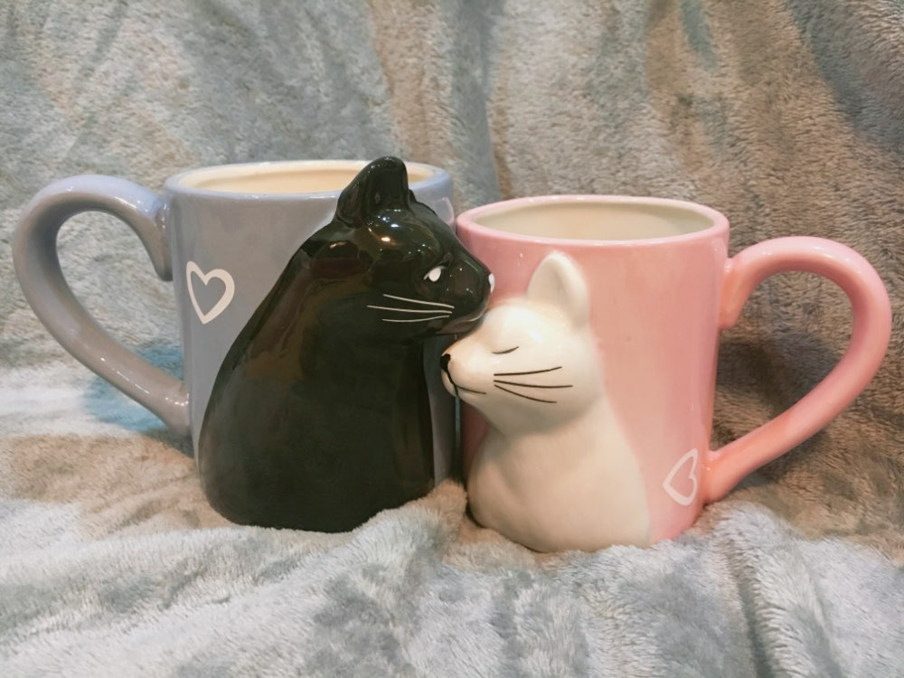 3d-kissing-cat-mugs-stacked