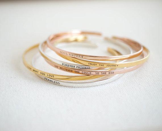 Personnalisé Inspiration Messages bijoux Yoga bijoux Inspiration Bracelet empilement manchette cadeau pour sa maman cadeau Skinny Mantra
