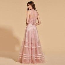 فستان سهرة أنيق وناعم بدون أكمام بطبقة من التل المنفوش