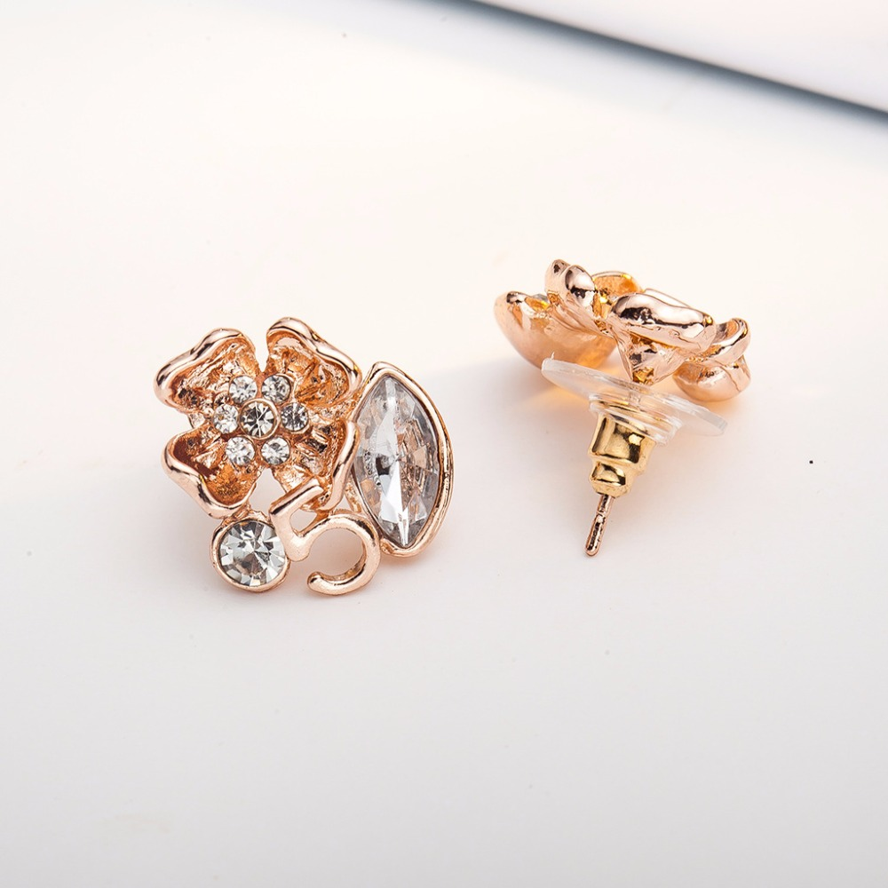 Center Crystal Pistil Flower Oval Rhinestone Letter 5 Silver Golden Sleek Stud Earrings for Women