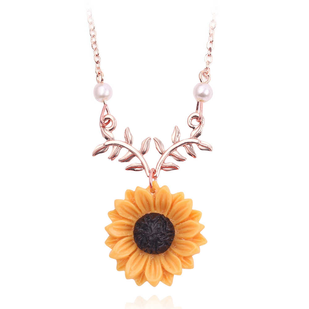 Delicate Sunflower Leaves Pendant Clavicle Necklace Beautiful Sweet Gift Imitation Pearls Necklace For Women Jewelry Accessories