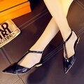 2016 No Verão Das Mulheres do Salto Plana Sandálias Da Moda Oco Para Fora Pu de Couro Fivela No Tornozelo Do Dedo Do Pé Apontado Sapatos Casuais Das Senhoras Livre grátis