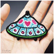 UFO-Size-5-4x7-2cm-Iron-On-Patches-Badge-Embroidered-Applique-Sewing-Patch-Clothes-Stickers-Garment