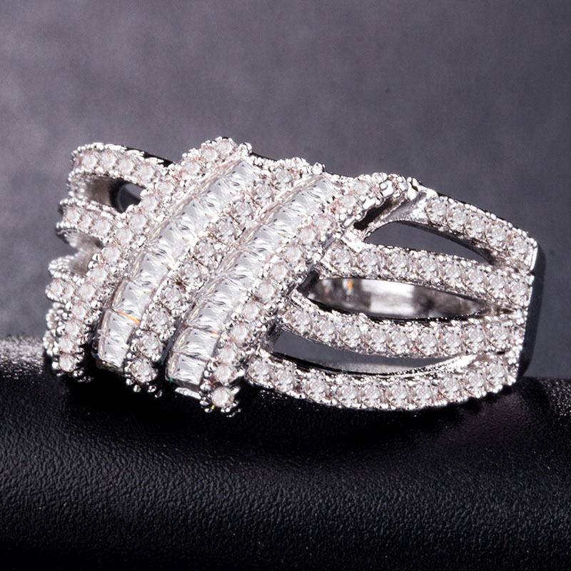 Huitan New Arrival Luxury Ring Band For Women Fashion Chinese Knot Design Elegant Anniversary Special Gift