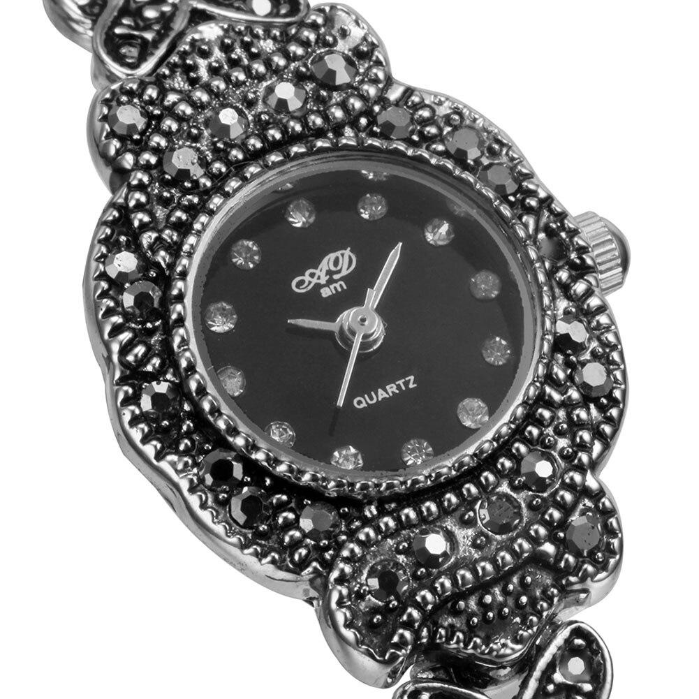 Latest Desing Wache For Girls Round Head Analog Ladies Bracelet Alloy Quartz Wrist Watches Relogio Feminino Smile