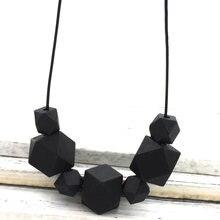 Черно белое геометрическое ожерелье массивное с деревянными