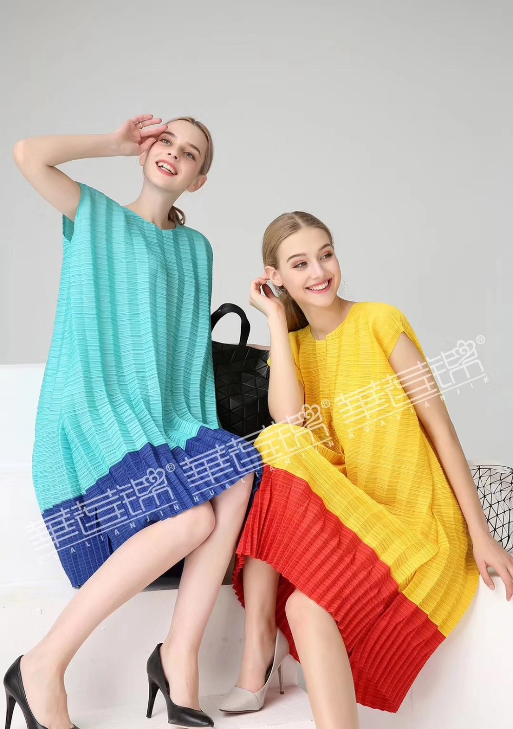 LIVRAISON GRATUITE Miyake fasion fold mode manches courtes o-cou robe droite en stock