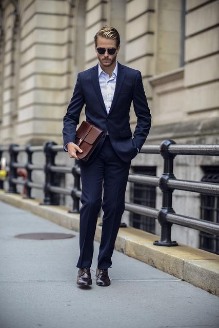 Azul escuro Homens Blazer de Dois Botões de Negócios Slim Fit Men Suit chaleco hombre Mens Ternos Do Noivo Do Casamento