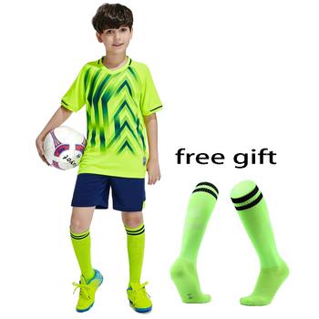 2019 nowe chłopięce dziewczęce koszulki piłkarskie zestawy dresy do piłki nożnej zestawy dziecięce młodzieżowe strój do gry w piłkę nożną mundur szkoleniowy piłka nożna darmowe skarpetki tanie i dobre opinie Chłopcy Poliester Pasuje prawda na wymiar weź swój normalny rozmiar NoEnName_Null 3XS XS S M Quick Dry Breathable Sweat Absorbing