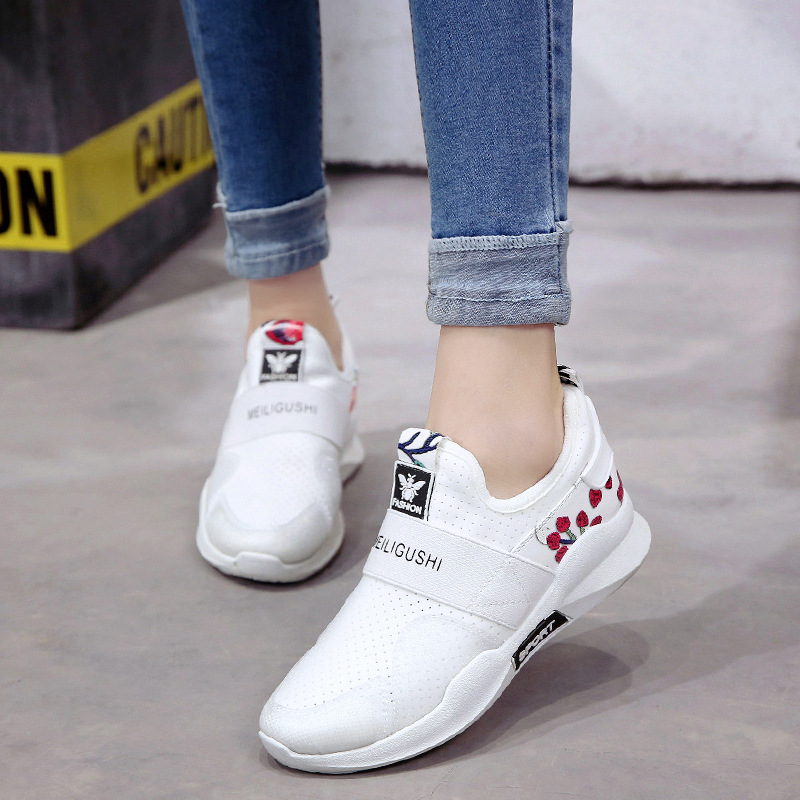 2018 spring new student sports shoes, womens elastic shoes, casual shoes, thick and flat bottom, original design fashion trend.