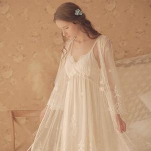 Image 3 - Vintage femmes chemises De nuit blanc dentelle 2 photos Robes Royal Roupas De Dormir Femininas déshabillé en dentelle
