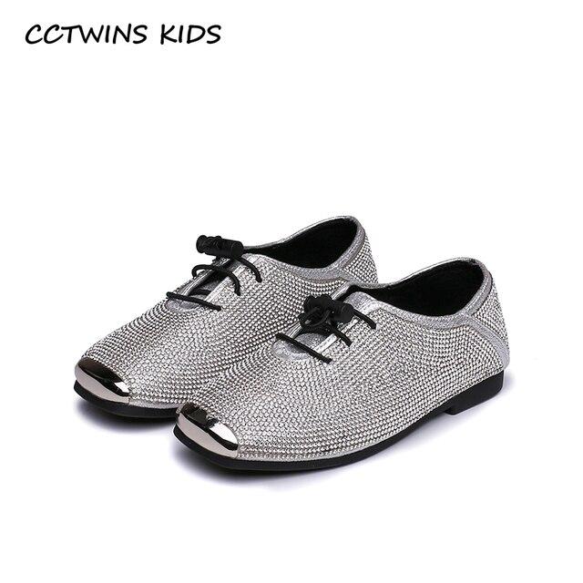 Mocasines chica moda plana, zapato niño plata.