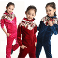 Veludo varejo Conjuntos de Roupas para Meninas 2016 Outono & Inverno Conjunto Sportswear Terno para Crianças Brasão & Calças do Miúdo com flor