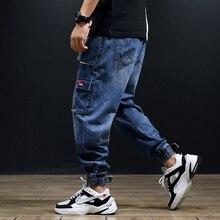цены на Streetwear Fashion Men Jeans Blue Color Loose Fit Multi Pockets Cargo Pants Harem Trousers Slack Bottom Hip Hop Jogger Jeans Men в интернет-магазинах
