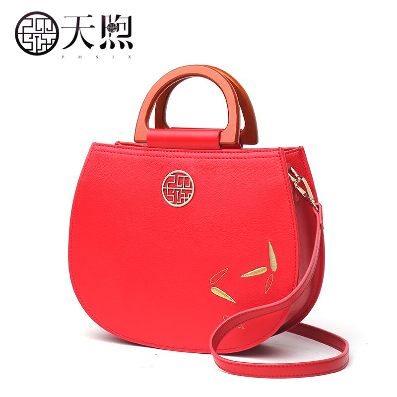 Pmsix 2018 new embroidered temperament wild lady handbag Shoulder Messenger Bag China Wind Female Bag 2017 new national wind aslant handbag embroidered flowers small square bag rivet shoulder bag