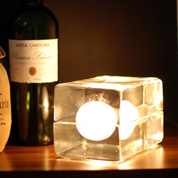 Modern minimalist ice table lamp creative bedroom bedside table lamp Nordic study fashion personality desktop lighting