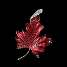 MZC New Fashion Red Maple Leaf Brooch Pin Femal Broches Austrian Crystal Broaches Accessories Jewelry Mujer Lapel Pin X0834