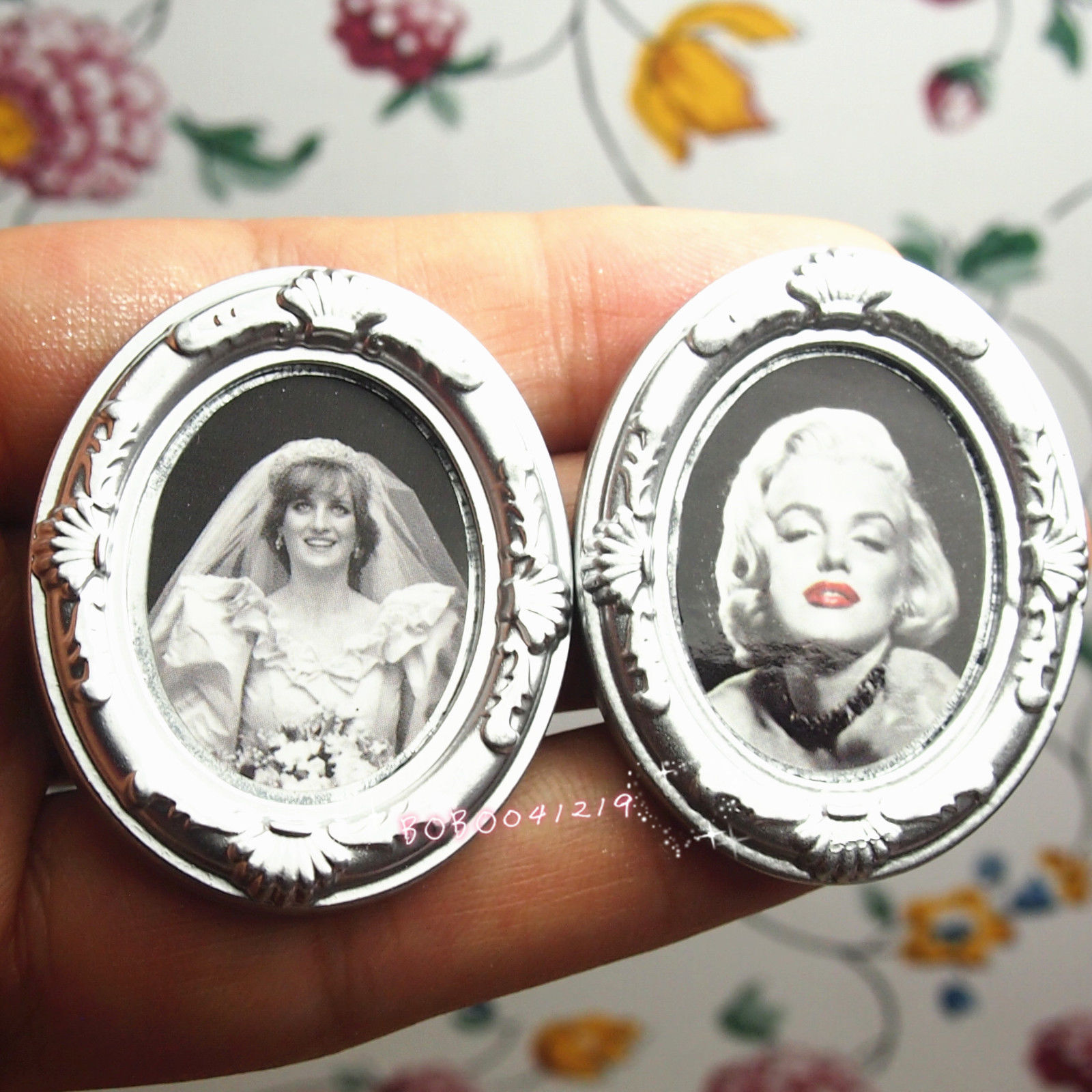 Doll Houses Dollhouse Miniature 1:12 Toy Living Room 2 Silver Oval Frames Length 4cm Em9s Refreshing And Enriching The Saliva