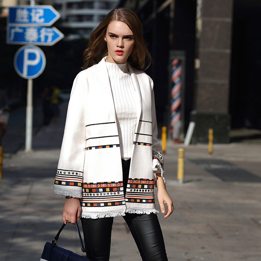 Vintage Fashion Wool Coats 2018 Autumn Winter High Quality V-Neck Oversize Rivet Barocco Beading White Luxury Embroidery Coat