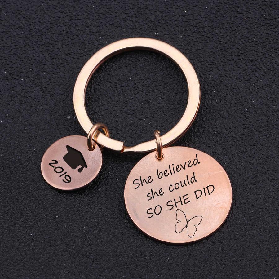 ใหม่แฟชั่นพวงกุญแจ Trencher CAP แกะสลักเธอเชื่อว่าเธอสามารถทำให้เธอได้ของขวัญสำเร็จการศึกษาพวงกุญแจกระเป๋า Charm กุญแจรถ: