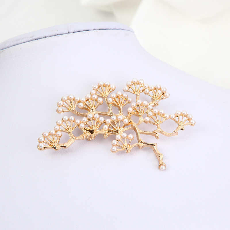 Mossovy Vintage Pine Olivet Branch Pins Brooches for Women Men Jewelry  Delicate Golden Silver Trees Broches bb758d3db485