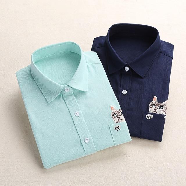 Dioufond Для женщин Школьная рубашка белого и синего цвета Топы корректирующие женские Блузки для малышек рубашка с длинными рукавами женские офисные верхний карман с Cat Вышивка
