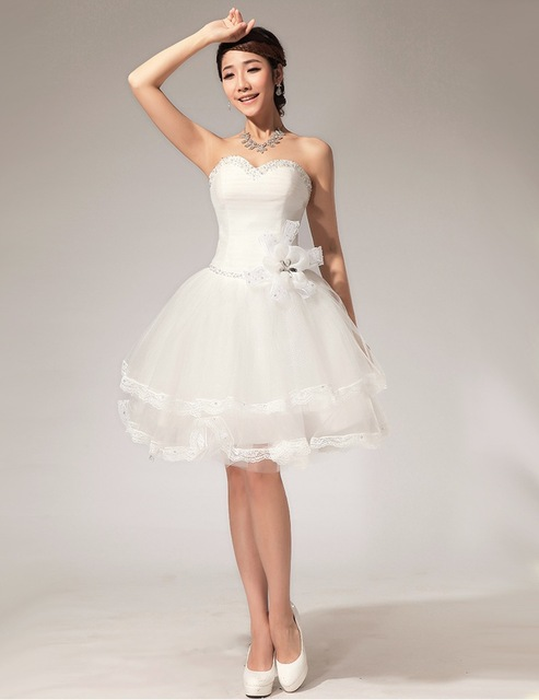 2793753cd Envío gratis Floral corta de moda vestidos blancos de la novia de satén  sexy vestido con