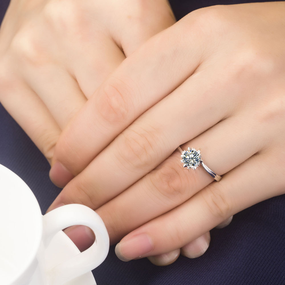 0 5 Carat 18karat White Gold Snow Flake Style Pleasant Synthetic Diamonds Women Wedding Ring Royal Shape Solid In Rings From Jewelry Accessories