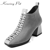Krazing Pote recomendo vaca suede tamanho grande marca de sapatos de inverno de espessura rebites mulheres do dedo do pé quadrado de salto partido causal ankle boots quentes L02