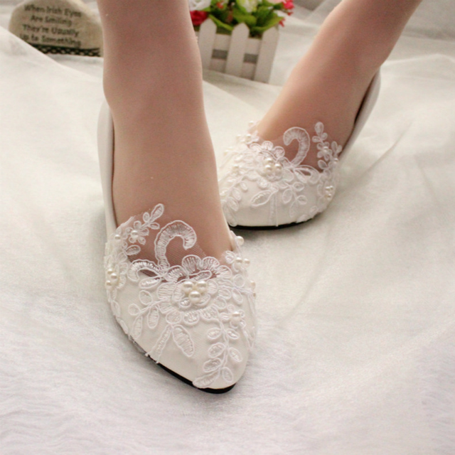 2018 New lace pearl flower handmade wedding shoes bride white wedding dress flat  shoes low heel 7b25a0d99d5a