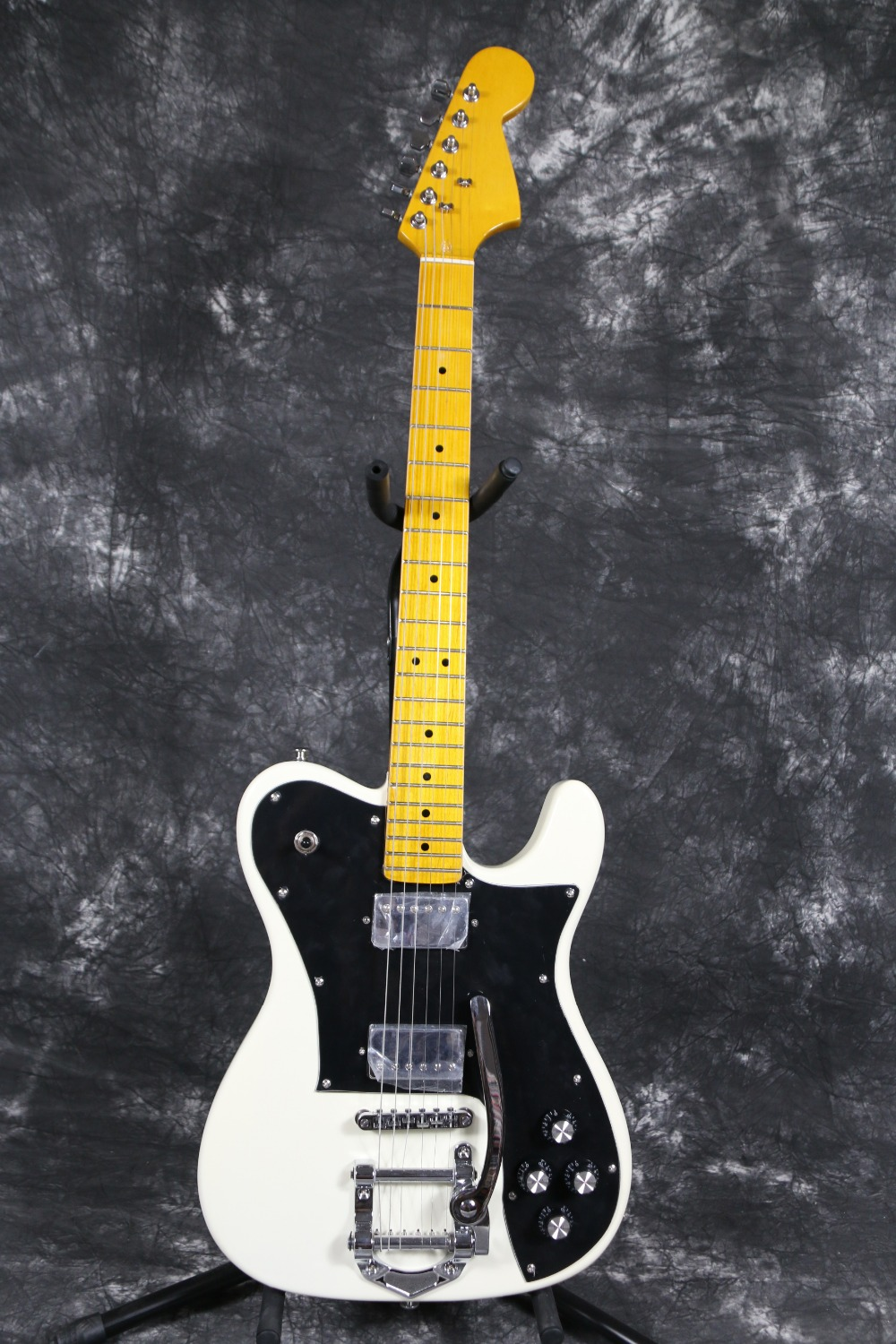 Export Factory quality  Bigsby Vintage Glossy neck Tele Electric guitar Guitarra all color Accept ash wood body matt black finish tele electric guitar guitarra all color accept