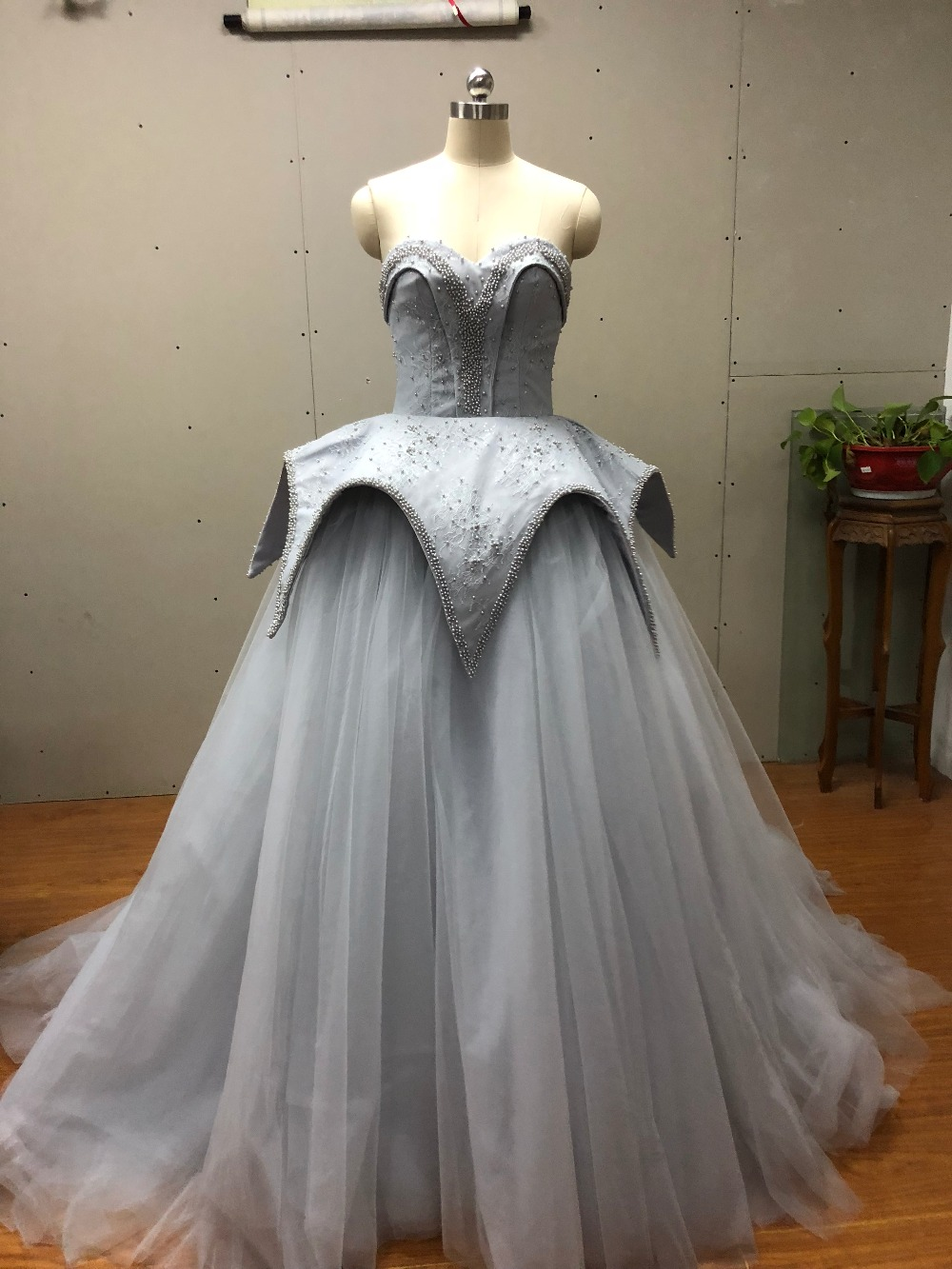 2018 Hot sale elegant sweetheart pearls wedding dresses handmade beaded long bridal gown champagne ball gown