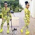 Новая Мода 2017 Весна женщины печатных костюм Bodycon Двух Частей Костюм Клубные желтый Повседневная Урожай глубокий V топы + брюки Наборы Для Женщин