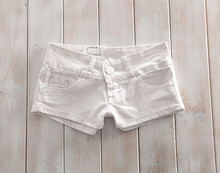 European Summer New White Denim Shorts Female Hot Low-rise Nightclub Bull-puncher Knickers Is Tight